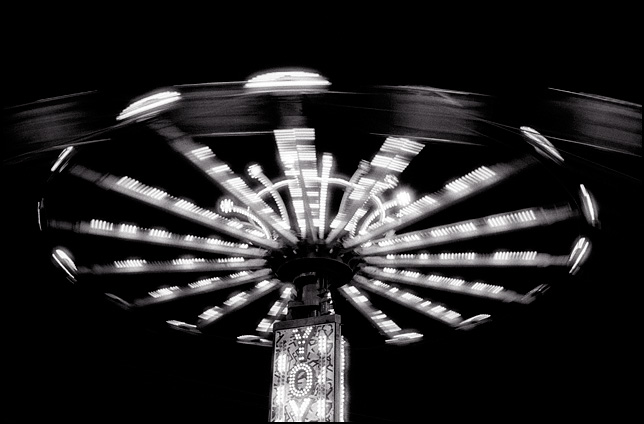 A blur of light from the motion of the Yo-Yo carnival ride at night.